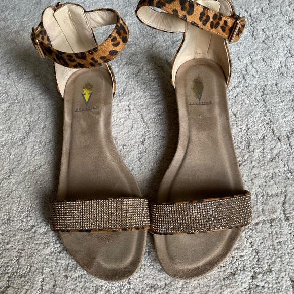 Volatile leopard print sandals